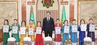 Berdymuhammedov i deti 004