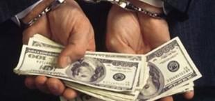 В Душанбе в момент получения крупной суммы задержан сотрудник налоговой службы