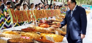 Президент Таджикистана принял участие на Празднике абрикоса