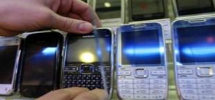 Таможня Таджикистана изымает из продажи контрабандные мобильные телефоны
