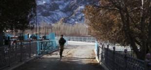 Заблокированная автодорога Исфана-Баткен вновь открыта для передвижения транспорта, - УВД Баткенской области КР