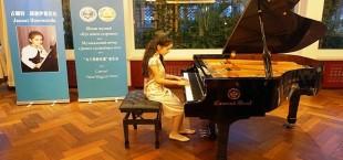 yunaya tajikskaya pianistka