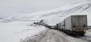 Первые грузовики пересекли таджикско-кыргызскую границу через КПП «Карамык» и «Гулистан»
