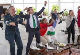 Болеют все: как политики поддерживают свои сборные в Бразилии_8