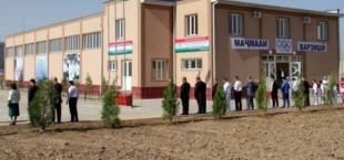Э. Рахмон открыл новый спортивный зал в Шахринавском районе