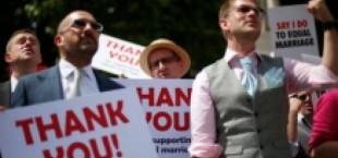 Елизавета II одобрила закон, разрешающий однополые браки в Британии